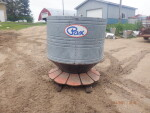 pic 2 of 3 - Feeder 4AU - 60 bushel at $400 --  I will find a top lid for this feeder