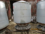 Feeder # 4 -  4 pictures Big Husky  - $300  - pic 1 of 4   - 90 Bushel (3 ring)